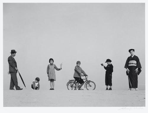 Shoji Ueda, Dad, Mom and their children, 1949 © Shoji Ueda Office